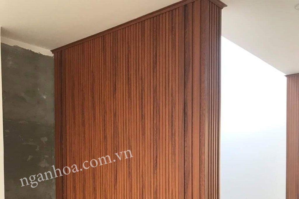 Ốp tường lam sóng vân gỗ nâu